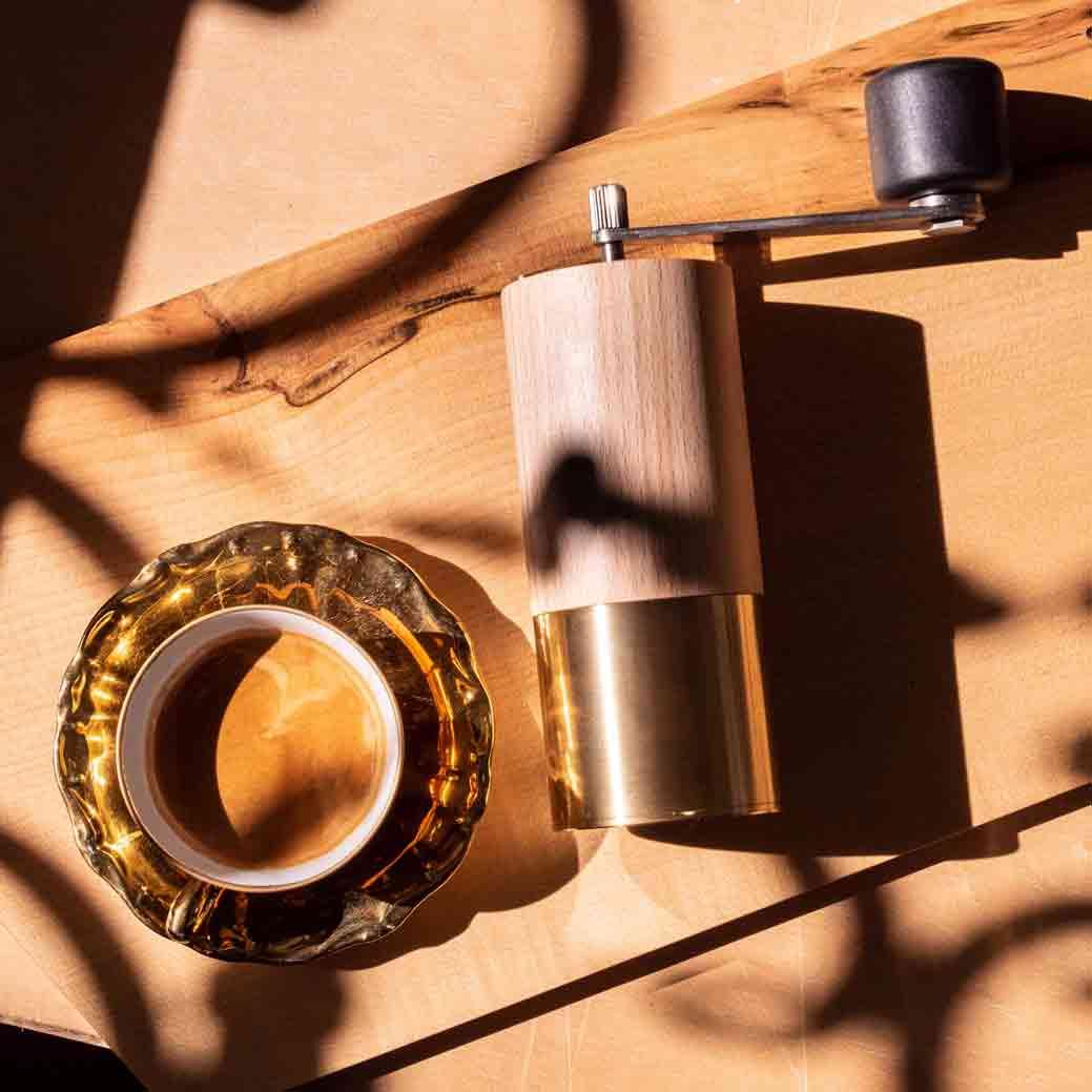 WauWau Kaffeemühle Beanie 25 buche natur/ messing mood